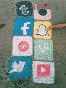 تکنیک های فروش آنلاین ، گام 6:رسانه های اجتماعی